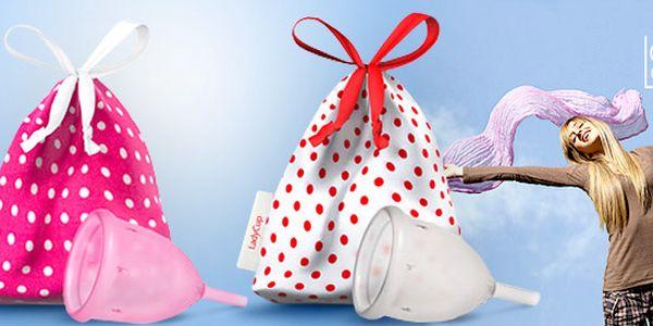 Menštruačný kalíšok alebo balíček s intímnou hygienou