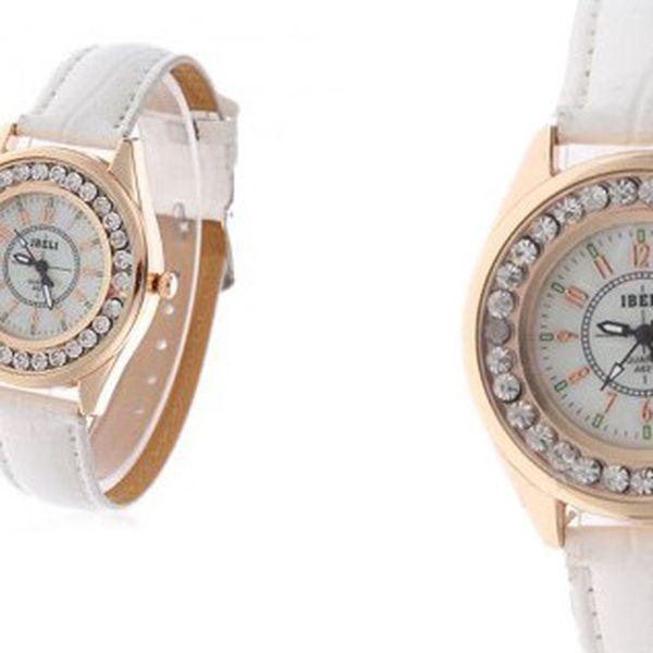 Luxusní hodinky IBELI ve zlaté barvě s kamínky a bílým koženým řemínkem, které jsou krásným doplňkem k šatům do divadla, nebo jinou společenskou událost!