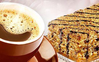 Káva s dezertom