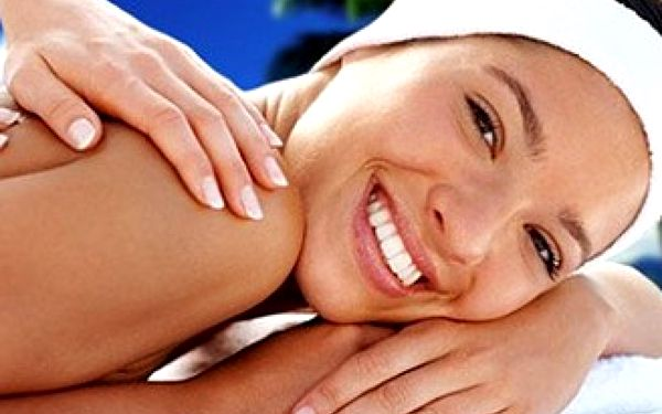 Hodinová havajská masáž zad a šíje nebo dvouhodinová celotělová havajská masáž Lomi - Lomi.
