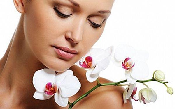 Kosmetické ošetření přírodní kosmetikou + ZDARMA barvení a úprava obočí