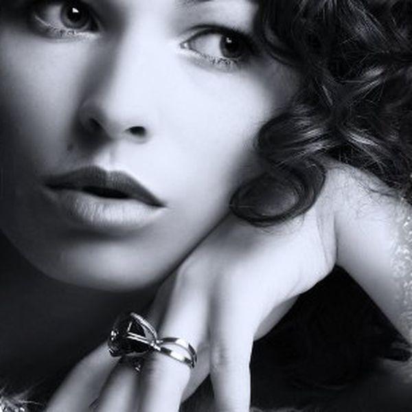 Exkluzivní prsteny se Swarovski krystaly za cenu, která potěší ! Možnost výběru ze 7 druhů! Prsteny jsou zabaleny v krásných dárkových krabičkách.