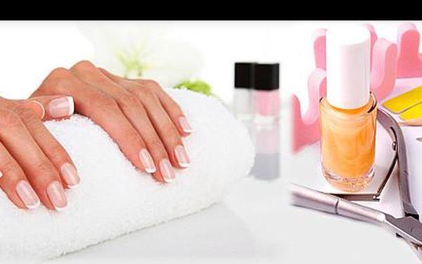 Dokonale zdravý a elegantní vzhled vašich rukou díky přírodní technice úpravy nehtů. Objevte japonskou manikúru P-SHINE jen za 115 Kč ve studiu LA STREGA.