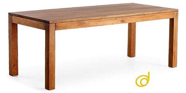 Mahagonový jídelní stůl do interiéru a exteriéru