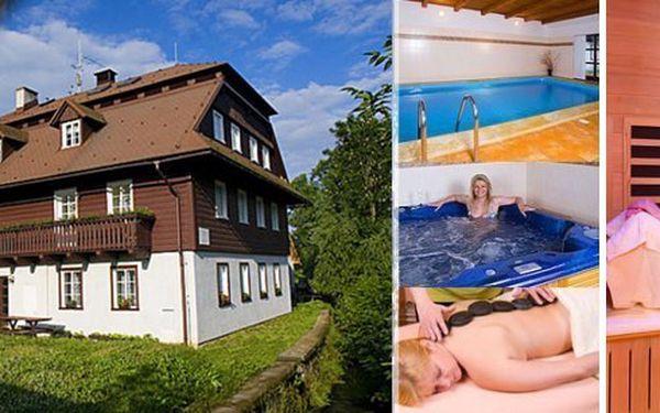 Pobyt pro dvě osoby na 3 dny v penzionu Samohel s polopenzí, lahví vína, neomezeným vstupem do vyhřívaného bazénu a infra saunou. Odpočiňte si v Krkonoších přímo u horské bystřiny!