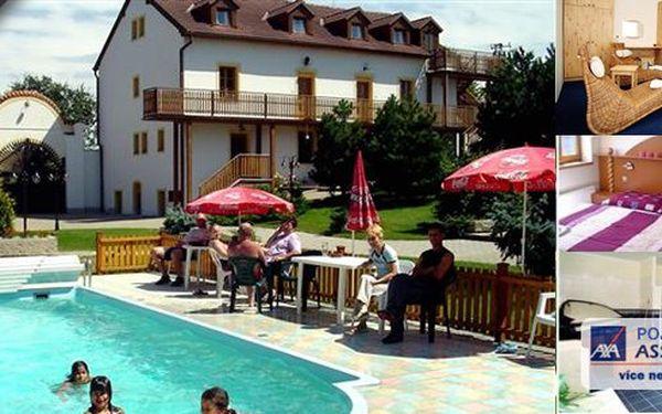 Pobyt ve 4* hotelu Štamberk na tři dny pro 2 osoby s polopenzí. Snídaně, večeře, sauna nebo whirpool, bazén neomezeně! Vydejte se do tajemného kraje blanických rytířů, nádherného prostředí CHKO Podblanicko!!