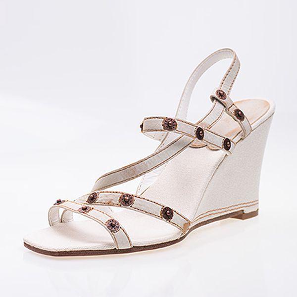 Bílé kožené páskové boty na klínku