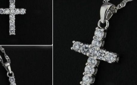 Strieborný náhrdelník - krížik vykladaný zirkónmi za 10,90 € vrátane poštovného.