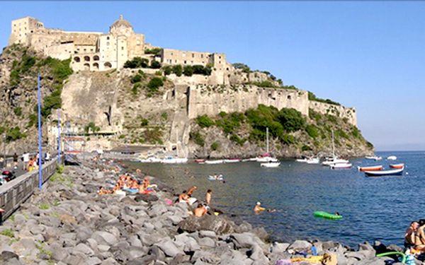 Italský ostrov Ischia letecky na 8 dní. Termální bazén a polopenze v ceně! Ubytování v centru města. Poznejte kouzlo Neapole!