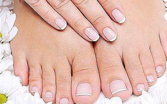 Pedikúra, kombinace mokrá a suchá. I vaše nohy si zaslouží luxusní péčí. Připravte se do sandálů a žebek, dokud je čas:-).
