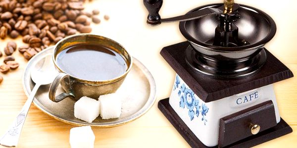 Připravte si lahodnou kávu z čerstvě namletých zrnek se stylovým ručním mlýnkem
