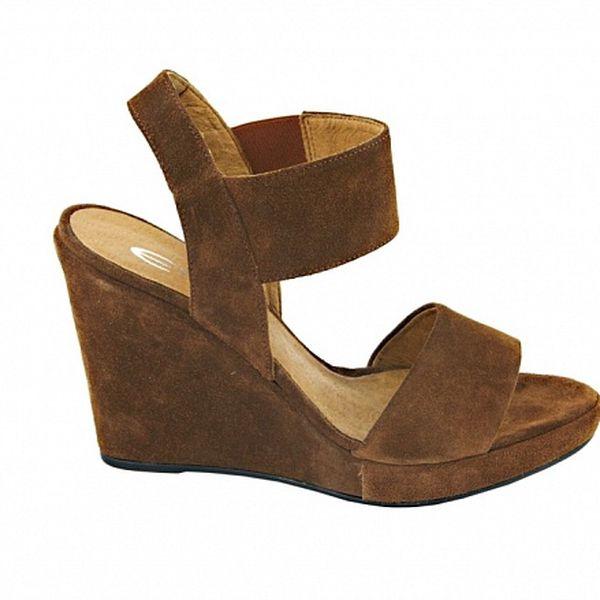 669672f5c88 Dámské oříškově hnědé semišové sandálky na platformě Eye