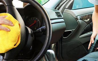 Precizní vyčištění interiéru auta