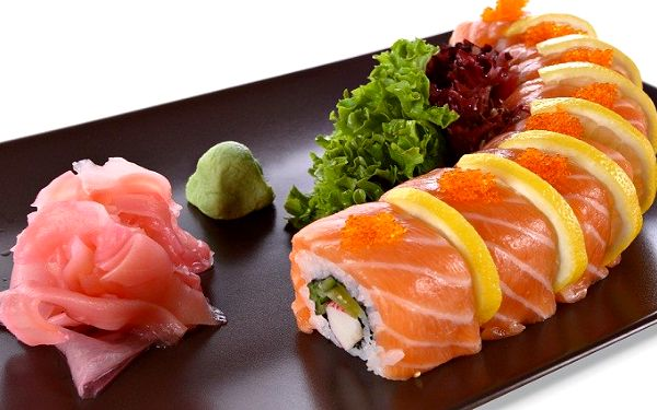 38 kusů sushi v restauraci NATOMASH se zázvorem, wasabi a sójovou omáčkou
