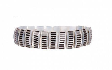 Dámsky biely perlový náramok Arla s čiernymi onyxovými prúžkami