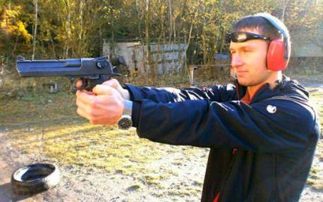 Střelba z několika zbraní na střelnici!