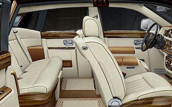 Kompletní vyčištění automobilu včetně voskování karoserie