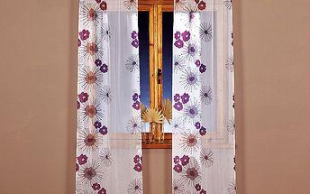 Jemné voálové závěsy osvěží okno jak moderní tak klasické domácnosti.