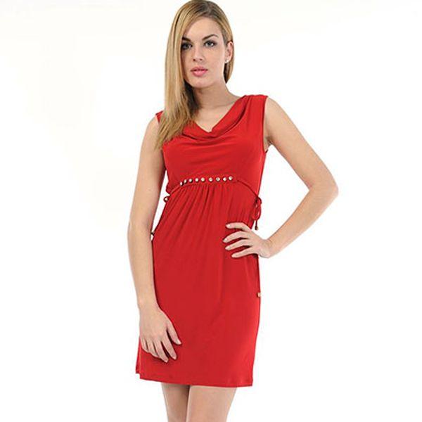 Červené šaty se třpytivým páskem