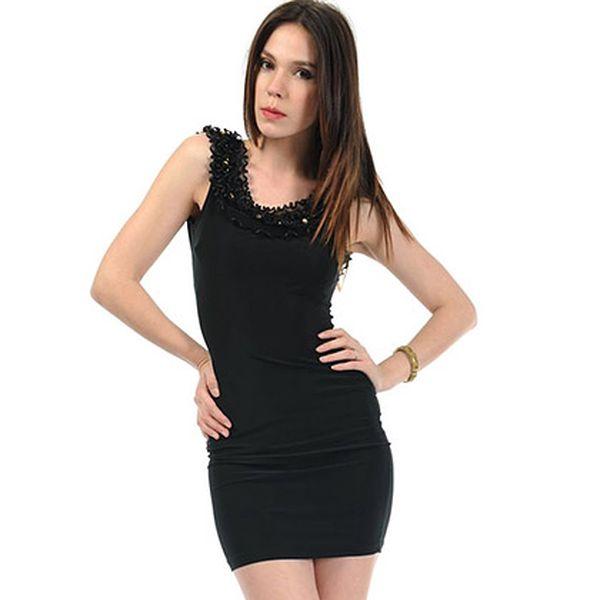 Černé šaty s hluboce vykrojenými zády