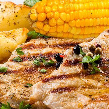 Grilované maso s kukuřičnými klasy pro dva