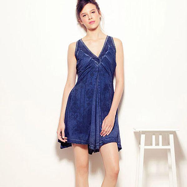 Indigově modré šaty