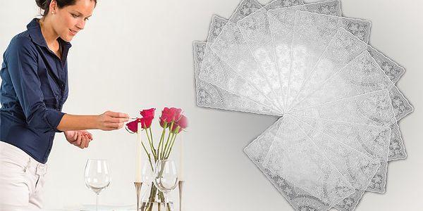 12 dílná sada krajkového prostírání z PVC vyrobeného v Česku