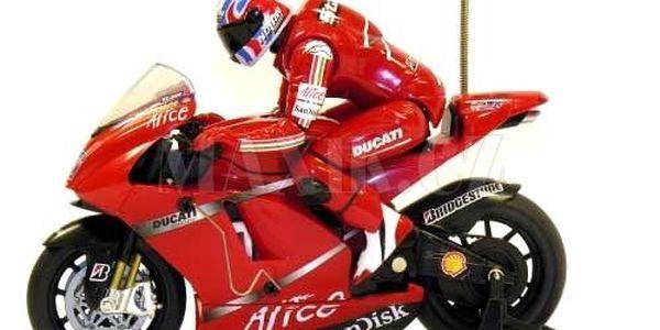 RC Motorka Ducati Stoner. Realistické detaily, odpružení kol.