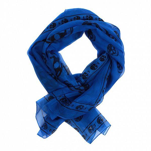 Dámský indigově modrý hedvábný šál Alexander McQueen s lebkami