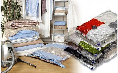 Pět vakuových pytlů 105 x 70 cm pro snadné a praktické uskladnění prádla za báječných 189 Kč! Vhodné pro uložení bund a kabátů, součástí pytle je i háček, díky kterýmu lze vak pověsit do skříně!! Vakuové pytle ochrání vaše věci před špínou, vlhkostí, prachem a hmyzem.