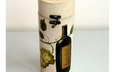 Dřevěná truhla s elegantním dekorem ideální pro láhev bílého vína.
