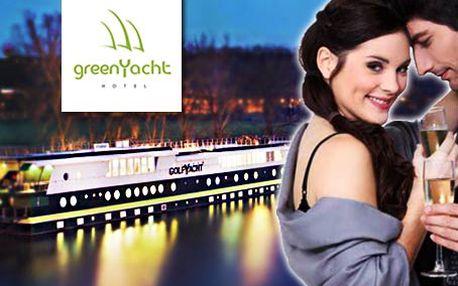 Večeře a noc pro 2 osoby na greenYacht Prague. Romantika na vlnách Vltavy!