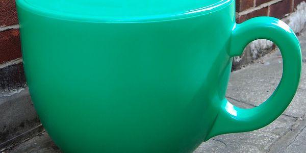 Židle Tea Cup, zelená. Židle je vyrobena z kvalitního plastu, který je odolný proti UV záření i všem vlivům počasí.