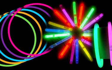 Super nabídka za úžasnou cenu! 100 kusů různobarevných svítících náramků za úžasnou cenu! Pouhých 150 Kč !! Vhodné na jakékoli party a oslavy!