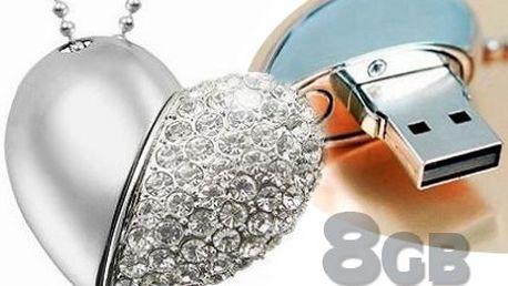 Třpytivý stříbrný 8GB flash disk přívěsek ve tvaru srdce!