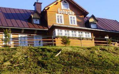 Výlet do KRKONOŠ S UBYTOVÁNÍM! Třídenní pobyt pro dva se snídaní nebo polopenzí v horské chatě ŠOHAJKA v Peci pod Sněžkou