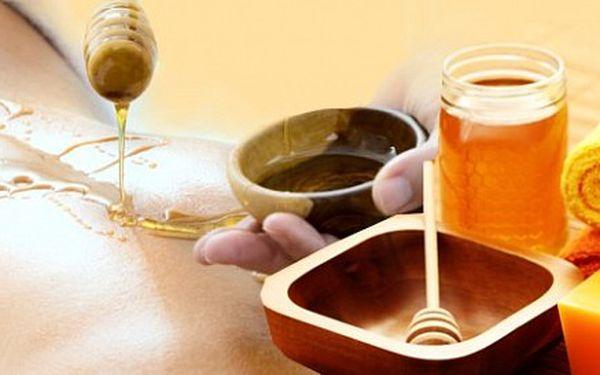 Bankovanie a vákuová masáž alebo medová detoxikačná masáž