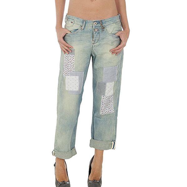 Světle modré džínové kalhoty