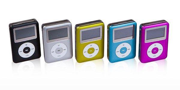 Kompaktní MP3 přehrávač s LCD displejem se slotem pro paměťové karty do 8GB