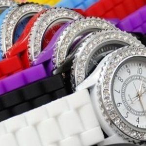Štýlové hodinky Geneva v nádherných pastelových farbách s kamienkami a silikónovým remienkom len za 5,5 € aj s poštovným.