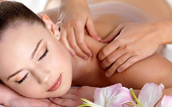 Pivní nebo růžová masáž s peelingem – možnost nakombinovat jako masáž partnerskou