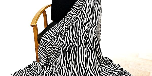 Heboučká deka z mikroflízu v dezénu zebry