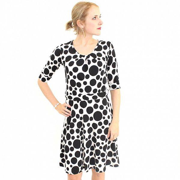 Dámské černo-bílé puntíkované šaty Superstition