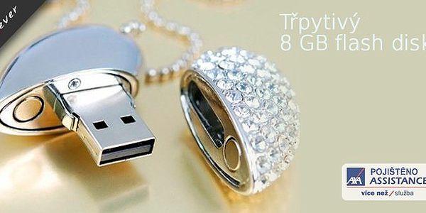 USB flash disk Swarovski 8GBve tvaru srdce - stylový a praktický,barvě stříbra a posázený třpytivými kamínky je praktickým a zároveň vkusným pomocníkem
