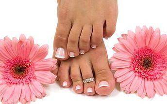 Wellness pedikúra včetně aplikace Gel-laku na nohy...