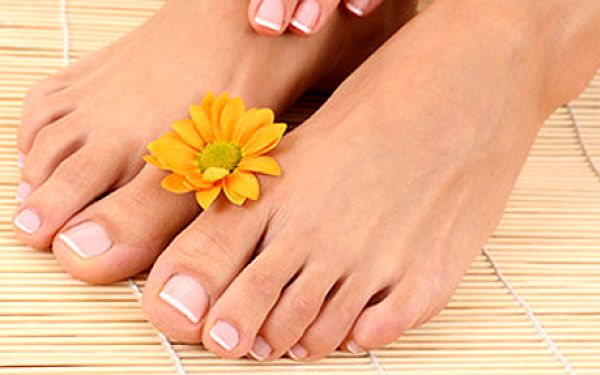 Klasická pedikúra + uvolňující masáž chodidel. Vaše chodidla si zaslouží tu nejlepší péči!
