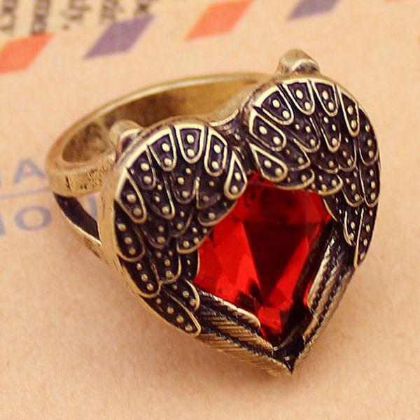 Vintage prsten s červeným kamenem a poštovné ZDARMA! - 170