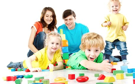Dětská dřevěná stavebnice jeřáb pro malé montéry. Rozvíjejte představivost a zručnost Vašeho dítěte - s touto stavebnicí je to možné.