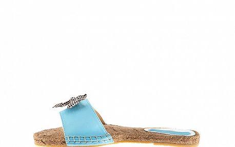Dámske modré lakované šľapky Sandalo so slamenou stielkou
