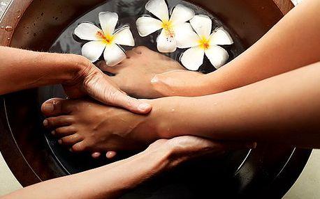Mokrá pedikúra + peeling+ zábal + masáž nohou. Dopřejte svým nožkám potřebnou péči za skvělou cenu.